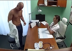 Merciless sex awards wicked doctor with bright orgasms