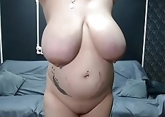 Milf with huge tits pussy masturbating live show